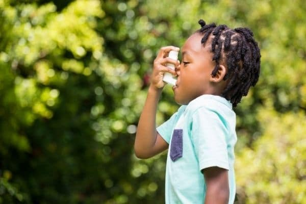 Asthmatic child with inhaler is a Reasons to Stop Idling Your Car