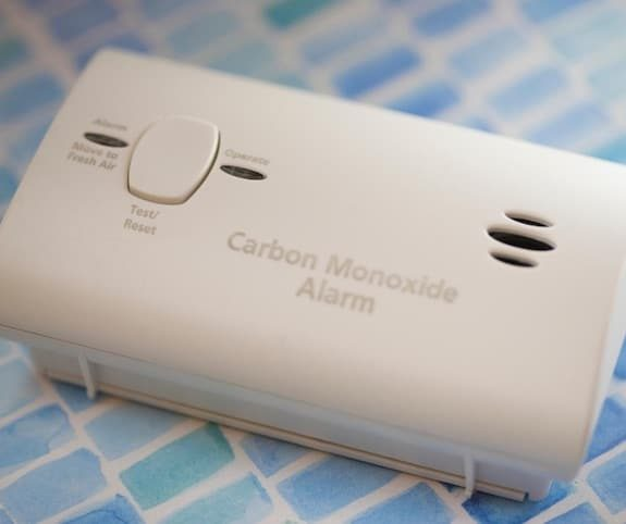 Carbon monoxide monitor to reduce indoor air pollution